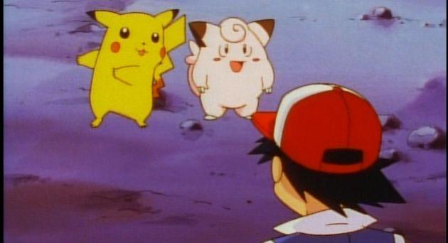 Pikachu junto a un Clefairy.