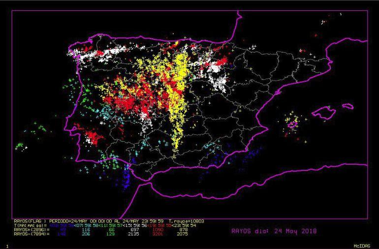 Tormentas impresionante actividad de rayos sobre la for Bazar la iberica