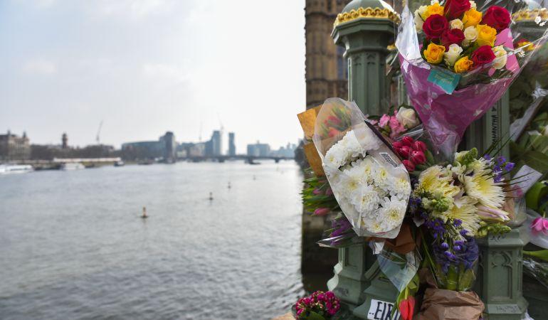 Londres rinde tributo a Ignacio Echeverría en el aniversario del atentado