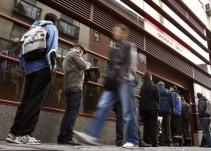 El paro registrado bajó en mayo en 83.738 personas hasta los 3.252.130 desempleados