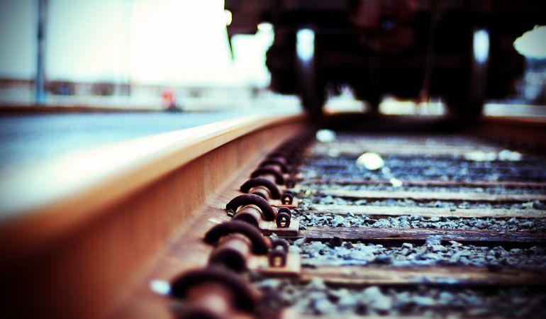 Un joven se sacó una selfie delante de una mujer atropellada por un tren — Italia
