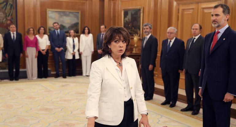 Dolores Delgado promete su cargo ante Felipe VI en Zarzuela