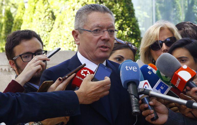 El expresidente de la Comunidad de Madrid, Alberto Ruiz-Gallardón, en declaraciones a los medios a su salida de la Audiencia Nacional
