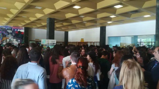 Selectividad Extremadura: ¡Otra solución, no repetición!: el grito de los estudiantes encerrados para no volver a hacer la selectividad