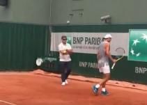 Toni Nadal aparece en el último entrenamiento previo a la final