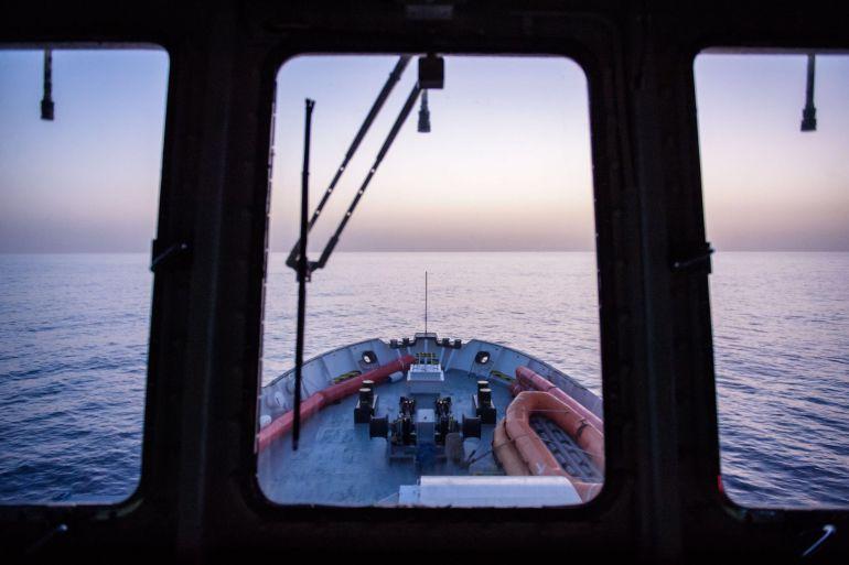 """Amanecer desde el puente de mando del barco """"Aquarius"""" de la ONG francesa SOS Méditerranée en una foto de archivo tomada durante una misión de rescate de inmigrantes frente a las costas de Libia"""
