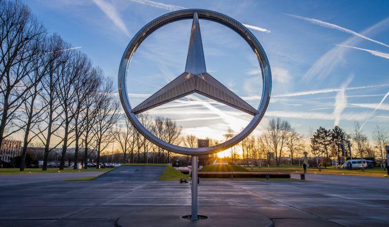 Emblema de Mercedes en Sindelfingen (Alemania).
