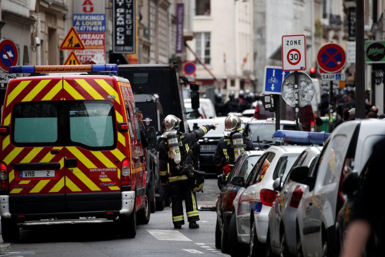 Imagen de la calle parisina en la que está teniendo lugar la operación policial