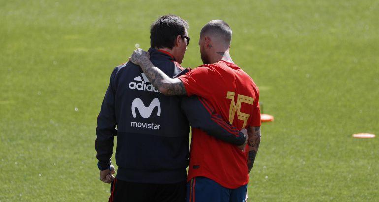 Lopetegui y Sergio Ramos en un entrenamiento previo a la crisis que ha terminado con la salida del técnico de la selección española.