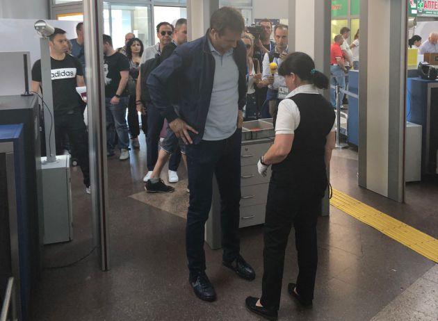 Julen Lopetegui, en el aeropuerto rumbo a Madrid.