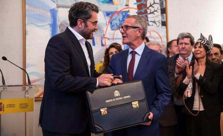 El ministro de cultura y Deporte, José Guirao durante el traspaso de carteras con el ministro saliente Máxim Huerta en el ministerio de Cultura y Deporte en Madrid.