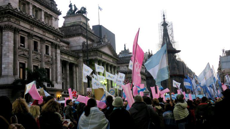 El Parlamento argentino aprueba la despenalización del aborto