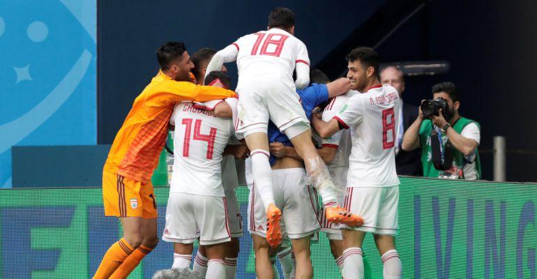 Los jugadores de Irán celebran el gol ante Marruecos