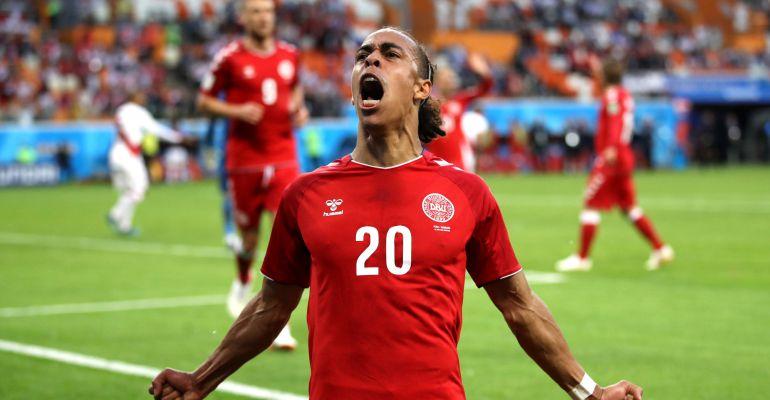 Yussuf Poulsen celebra el único gol del partido