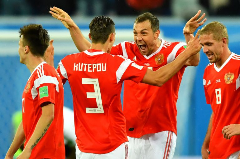 Los jugadores de Rusia celebran el tercer gol del equipo