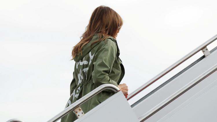 La polémica chaqueta de Melania Trump en su viaje a centros de detención de menores
