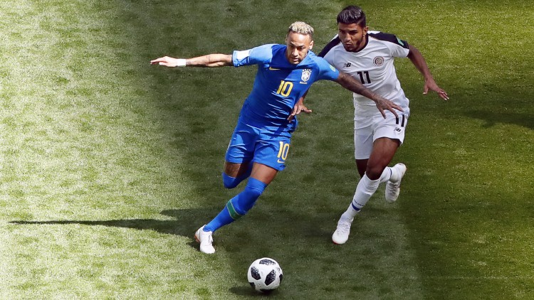 Coutinho salva a Brasil