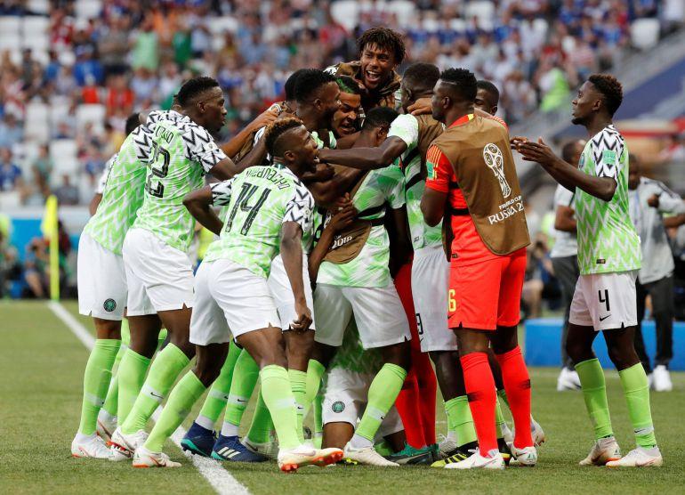 Nigeria celebra el gol de Musa