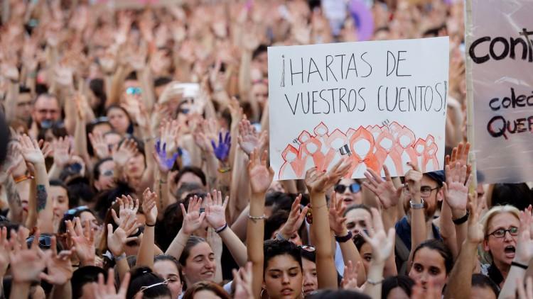 Multitudinarias manifestaciones contra la puesta en libertad de 'la Manada' en las calles de toda España