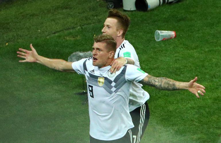 Kroos celebra su golazo