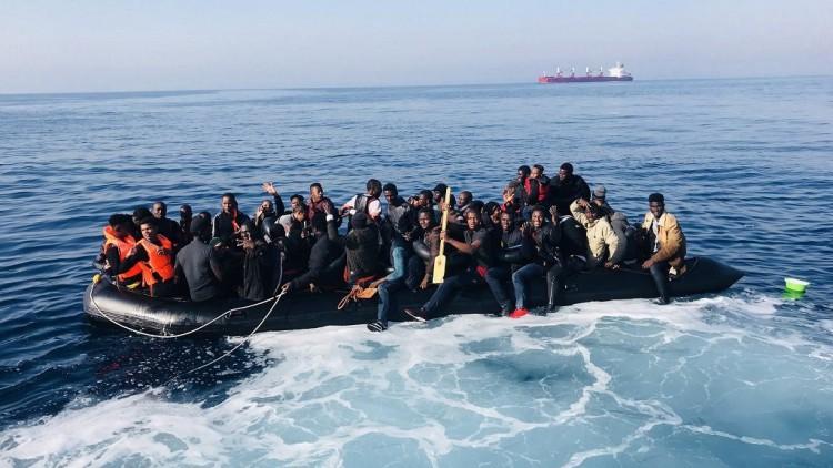 Casi mil migrantes rescatados en las costas españolas este fin de semana