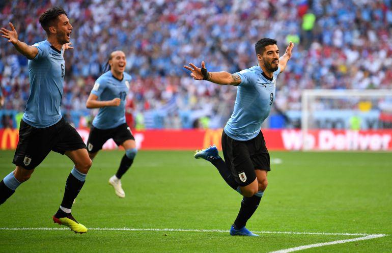 Luis Suárez celebra el primer gol de Uruguay a Rusia