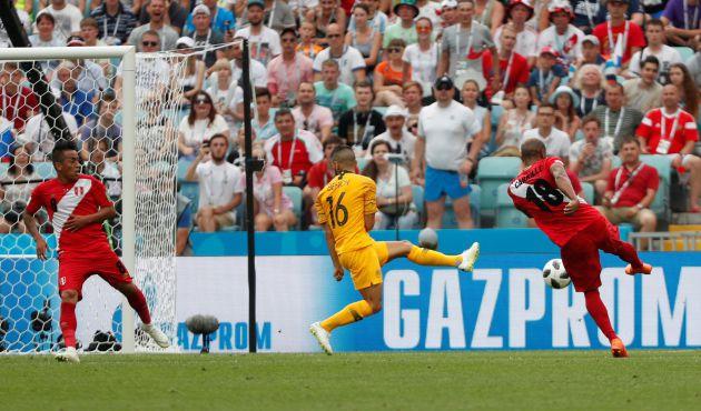 Carrillo marca ante Australia.