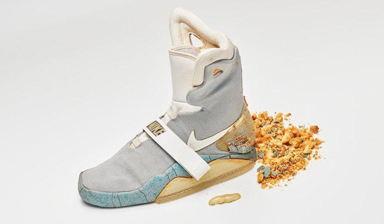 Sale a subasta la zapatilla utilizada por Michael J. Fox.