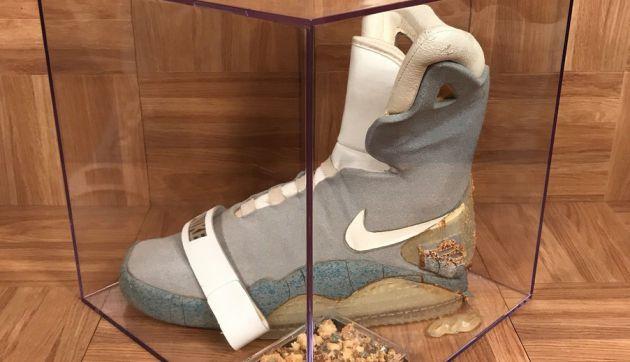 La zapatilla se conserva en una urna.