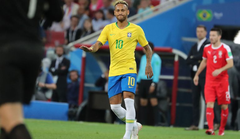 Neymar, en una jugada durante el partido frente a Serbia