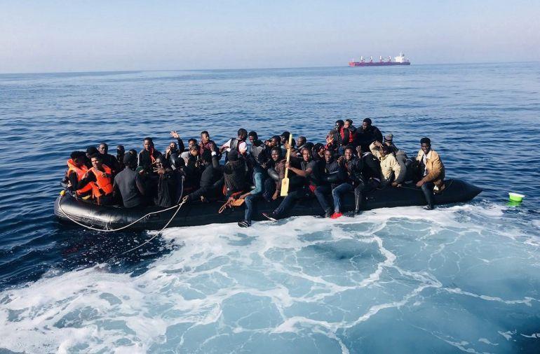Patrulleras libias interceptan a 345 migrantes en aguas internacionales