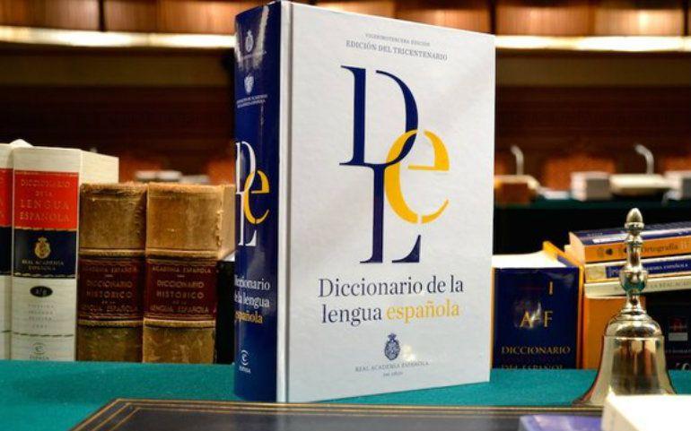 Un ejemplar del último diccionario de la lengua española de la RAE