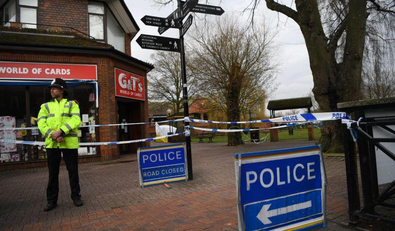 Tras caso Skripal, dos personas están graves por sustancia desconocida en Inglaterra