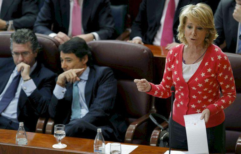 La expresidenta de la Comunidad de Madrid, Esperanza Aguirre; el exconsejero de Presidencia, Justicia e Interior, Francisco Granados (i), y el exvicepresidente de la comunidad, Ignacio González, durante un pleno celebrado en la Asamblea de Madrid en 2009.