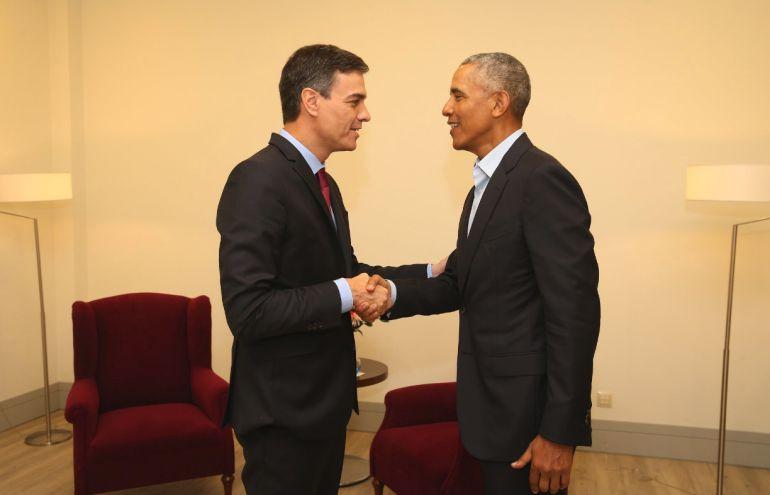 Imagen del breve encuentro entre Sánchez y Obama.