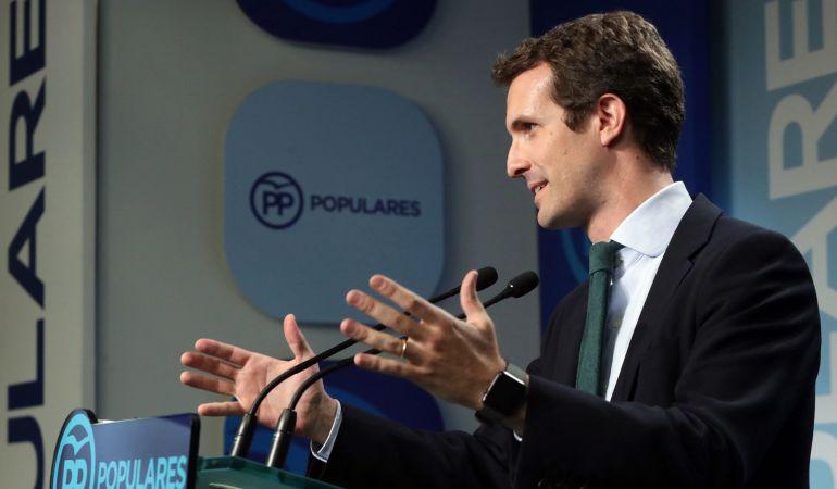 Pablo Casado, que ha quedado segundo en la primera vuelta del proceso interno del PP para elegir al nuevo líder del partido, durante la rueda de prensa ofrecida esta noche en la sede de Génova, en Madrid, para valorar los resultados de la votación.