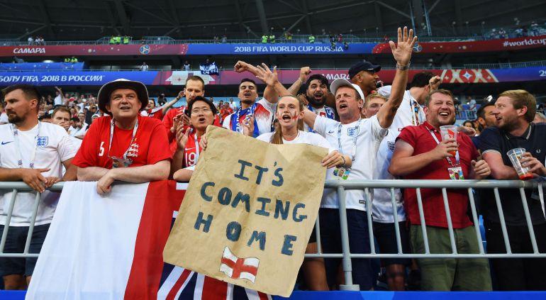 Aficionados ingleses durante el partido contra Suecia.