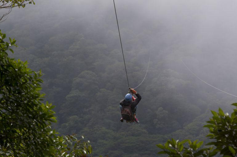 Fatídica excursión en su luna de miel: fallece un hombre practicando 'canopy'