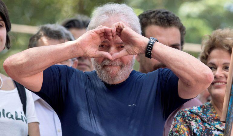 Ordenan la libertad del expresidente brasileño Lula da Silva, preso por corrupción