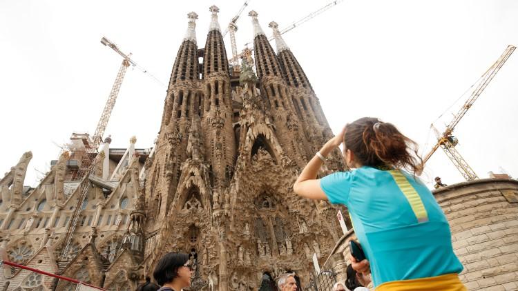 Los españoles pasan 32 millones de horas haciendo cola para fotografiar lugares turísticos