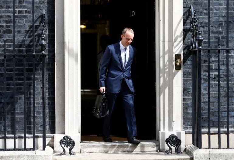 Dominic Raab saliendo del número 10 de Downing Street tras reunirse con Theresa May