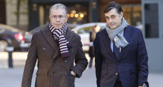 Granados y su letrado, Javier Vasallo, al llegar al juicio