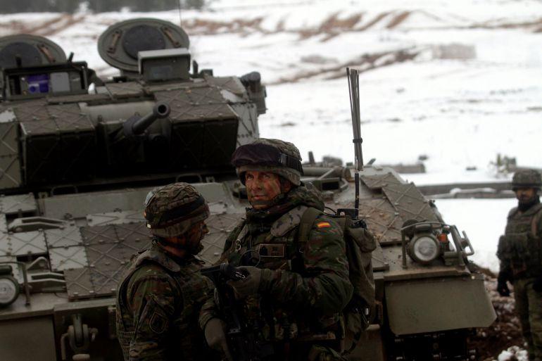 Soldados españoles de la NATO del contingente entrante enhanced Forward Presence (eFP) participan en ejercicios militares en la base de Adazi, Letonia