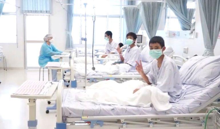 Los niños se recuperan en el hospital.