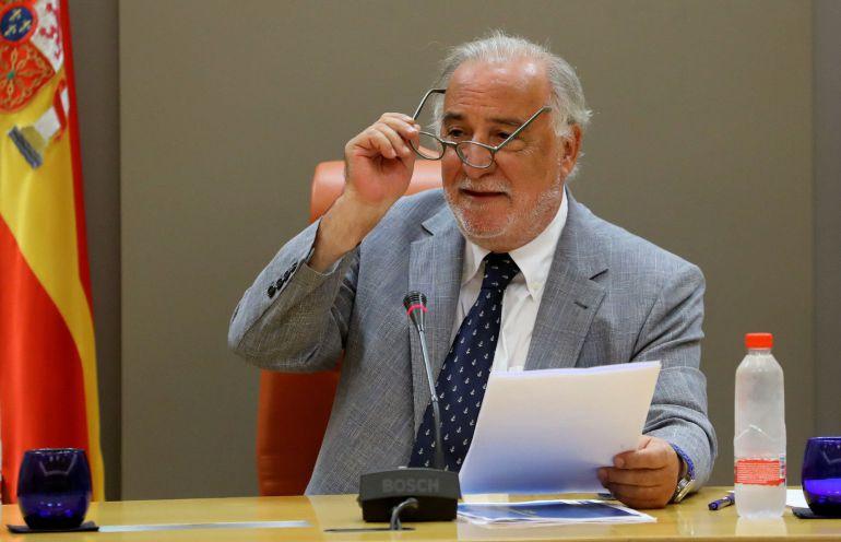 El director general de Tráfico, Pere Navarro, durante su comparecencia en rueda de prensa para informar sobre las cifras de accidentalidad de 2017, con datos cerrados de siniestralidad en carretera y ciudad