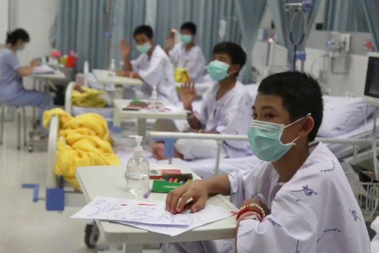 Niños rescatados de cueva serán dados de alta la próxima semana — Tailandia
