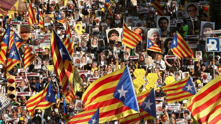 Miles de personas claman en Barcelona por la libertad de los políticos presos