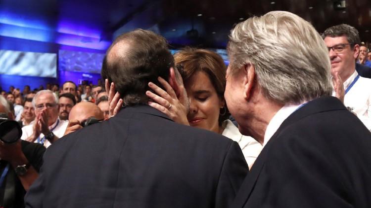 Rajoy inclina la balanza hacia Santamaría al reivindicar la gestión de ambos en Cataluña