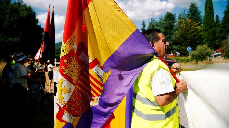 Banderas republicanas en el Valle de los Caídos
