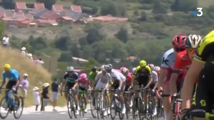 El Tour expulsa a Gianni Moscon por darle un manotazo a Gesbert